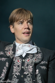 2013-09-21-the-hives_06