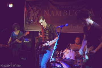 Manolo Panic playing at Nambucca (Sacha Saxer)