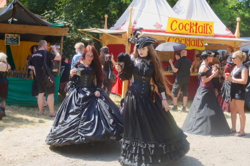 Gehören einfach zum WGT: Wunderbare Kostüme. (Foto: Sacha Saxer)