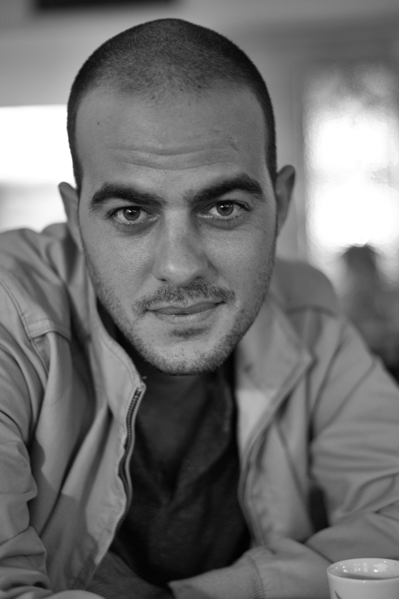 Er ist am liebsten mitten drin: Fotograf Abir Sultan. Bild: Hans-Jörg Riwar