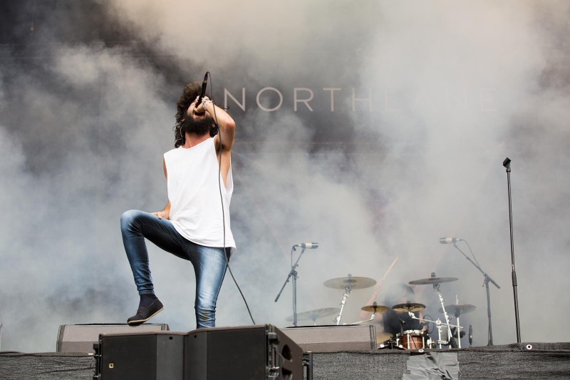Wenn man am Greenfield einen Hipster auf der Bühne sieht, weiss man, dass Metalcore angesagt ist. (Foto: Angela Michel)