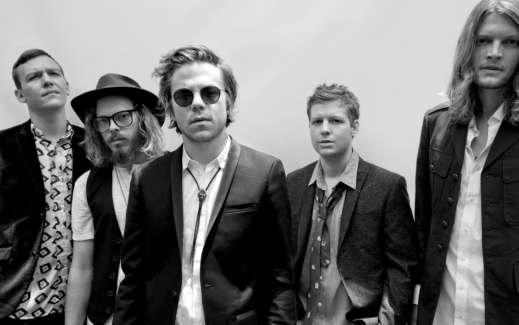 https://negativewhite.ch/wp-content/uploads/2016/12/cage-the-elephant_001.jpg