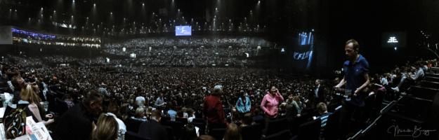 Publikum im Hallenstadion Zürich vor Beginn des Imagine Dragons-Konzert